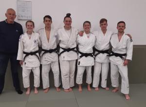Zes judoka's van Judoclub Helden geslaagd voor het Dan-examen